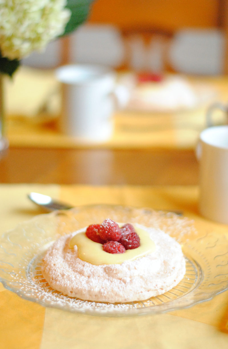 Pavlova With Raspberries And Lemon Curd Recipe — Dishmaps