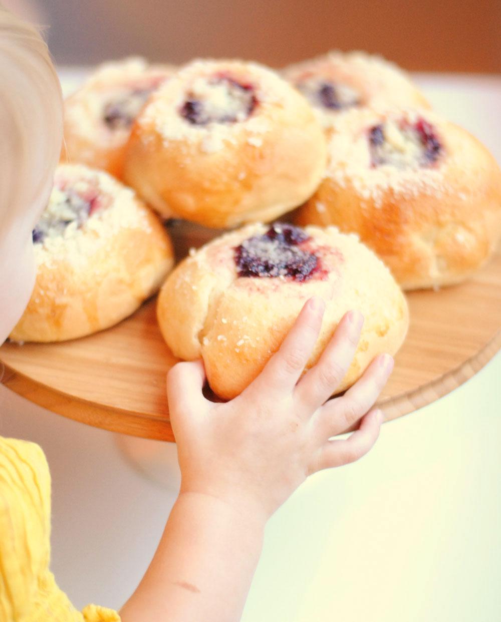 Raspberry and Cream Cheese Kolaches | Hottie Biscotti