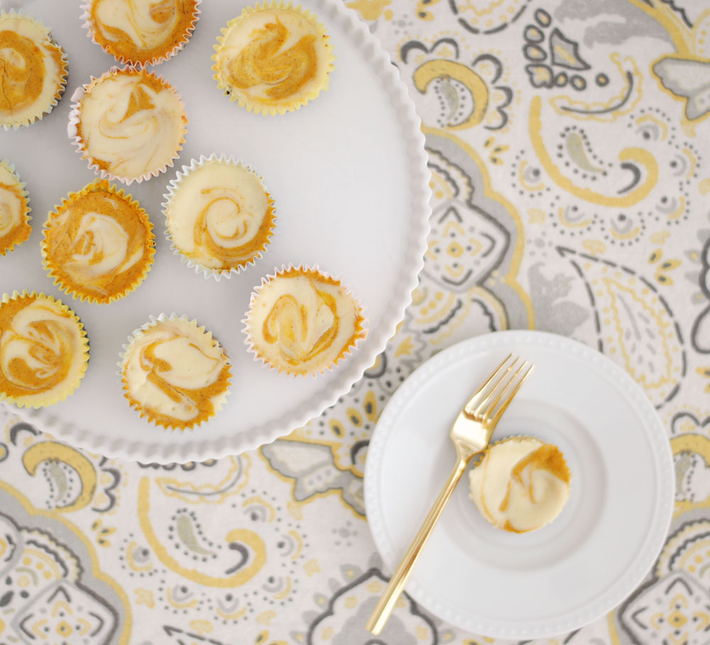 Mini Pumpkin Swirl Cheesecakes with Oreo Crust | Hottie Biscotti