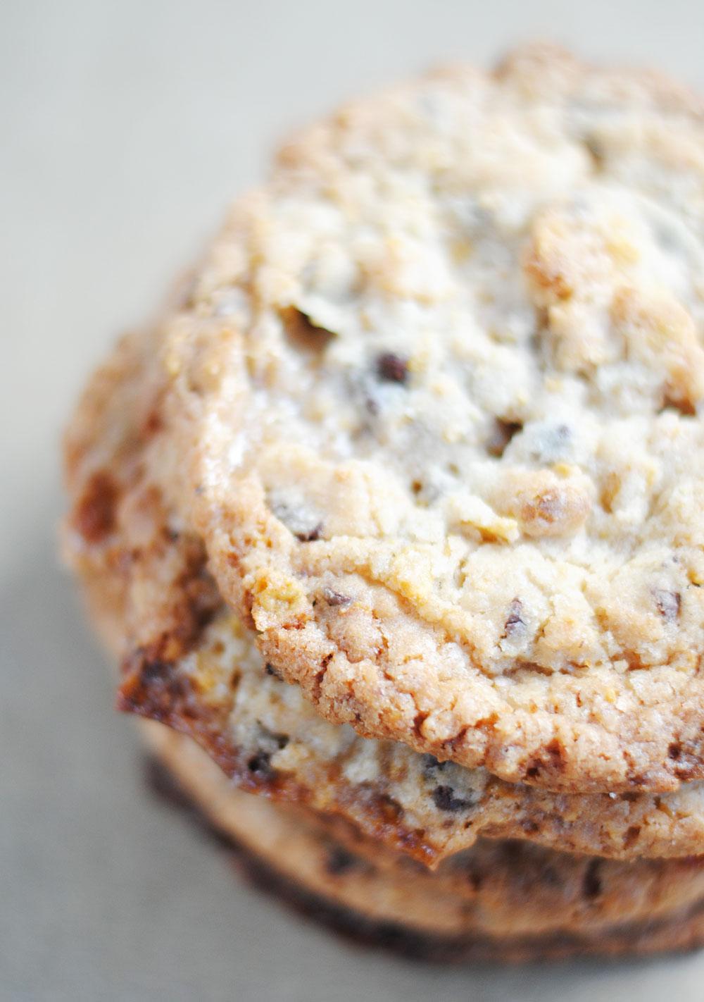 Cornflake, Marshmallow and Chocolate Chip Momofuku Milk Bar Cookies | Hottie Biscotti
